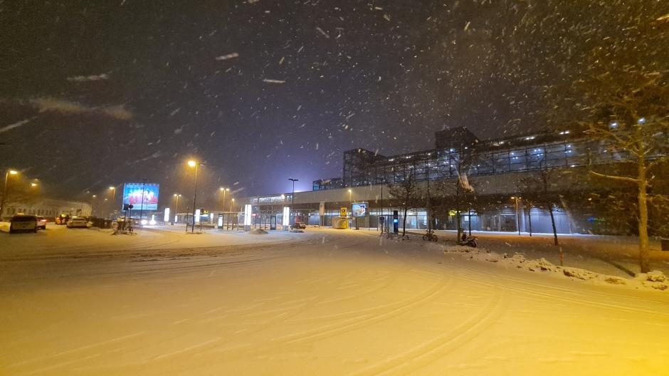Schnee am Suedkreuz Berlin